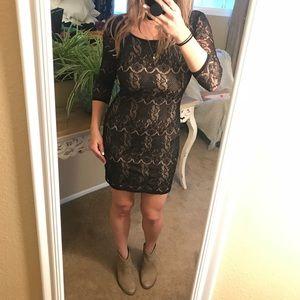 Dresses & Skirts - Quarter sleeve low back lace dress